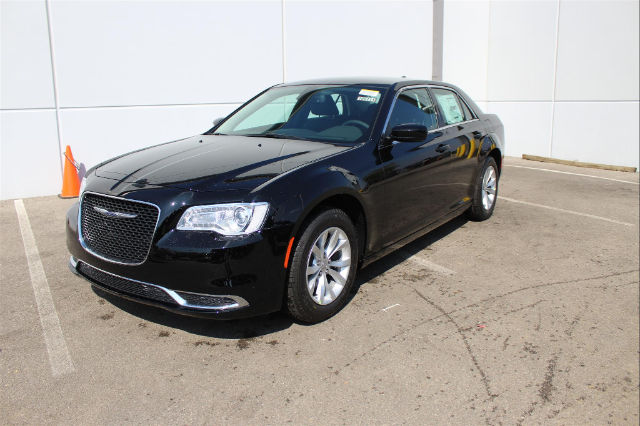 2018 chrysler 300 touring. exellent 2018 new 2018 chrysler 300 touring to chrysler touring